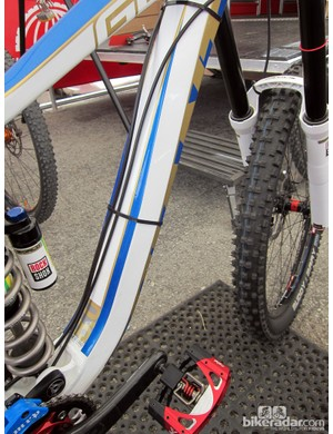 Stock routing on the Giant Glory runs the full-length housings on the underside of the down tube but Danny Hart (Giant Factory Off-Road Team) prefers to put them out of harm's way on top