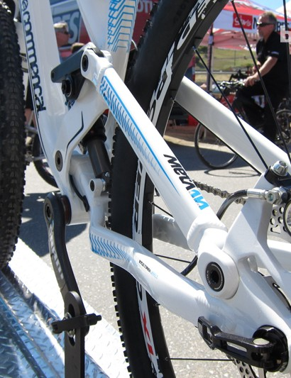 Commencal's single-pivot design has a super-low center of gravity; also notice the Meta's direct post-mount rear brake mount and internal cable routing