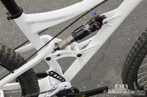 The 29er El Guapo uses the same four-bar suspension design as the 26in model