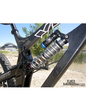 Yeti use a shock extender on the 303 WC Carbon