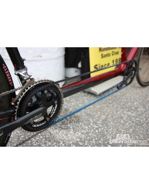 Calfee's road tandem uses a Gates belt mounted on the right side, meaning the bike uses two standard cranks instead of a dedicated (and typically heavier) tandem setup