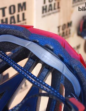 MET's gel pad and vented strap
