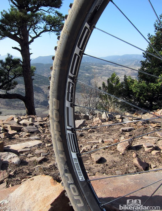 The DT Swiss M1800 wheels on our test bike (consumer bikes get nearly identical XR-RC29 wheels) were reasonably stiff but disappointingly heavy for a bike of this caliber