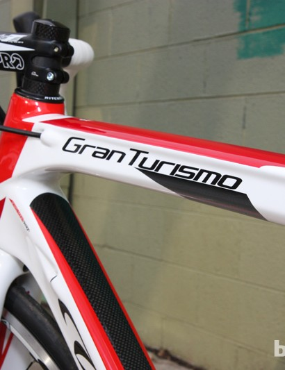 The Wilier Triestina Gran Turismo lives up to its name with a sporty feel and a comfortable ride