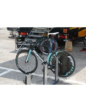 Gustav Erik Larsson's Vacansoleil Bianchi, complete with Vision Metron TT groupset. Not actually ridden during stage 4
