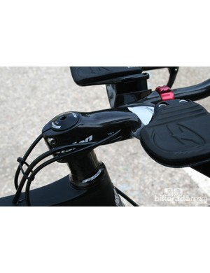 The cabling on Vision's Metron groupset fits in well with standard stems
