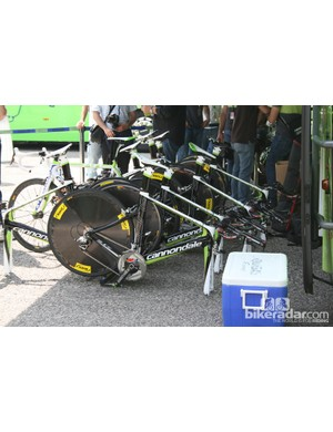 Liquigas Cannondales waiting for front wheels