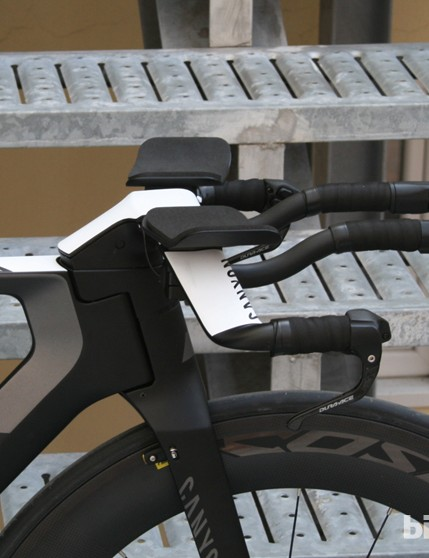 The cockpit with riser stem - very neat