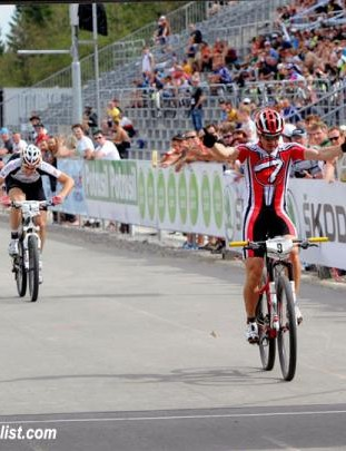 Sepp Freiburghaus (Thoemus Racing Team) wins the men's eliminator