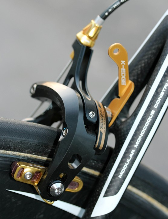 TRP delivered a special edition of its R970 SL maganesium brakes with gold trim, gold barrel adjusters and gold pad holders; Boise company K-Edge supplied the gold number holder