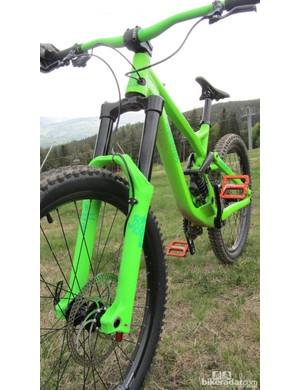 The colour matching even extends to the fork on the Commencal Supreme FR Marzocchi