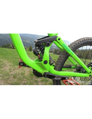 The Commencal Supreme FR Marzocchi is fitted with a Marzocchi Roco R piggyback shock