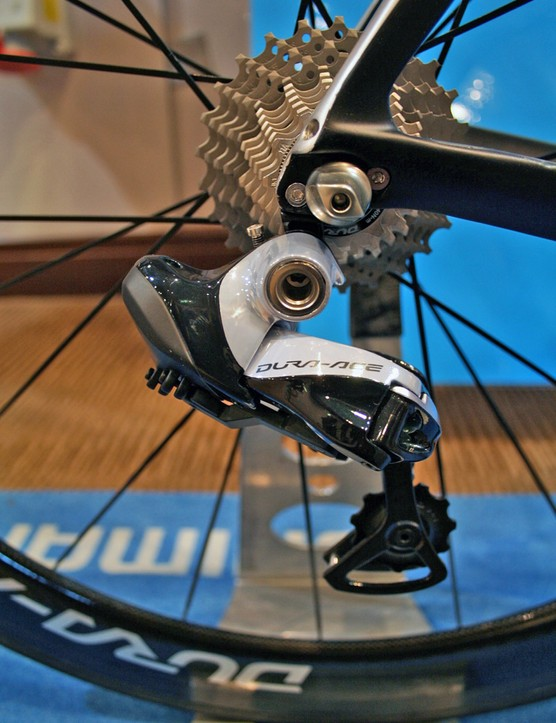 The Dura-Ace Di2 9070 rear derailleur has been similarly improved