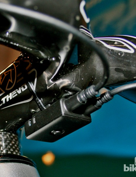 The under-stem junction box is the key to Di2 9070's versatility