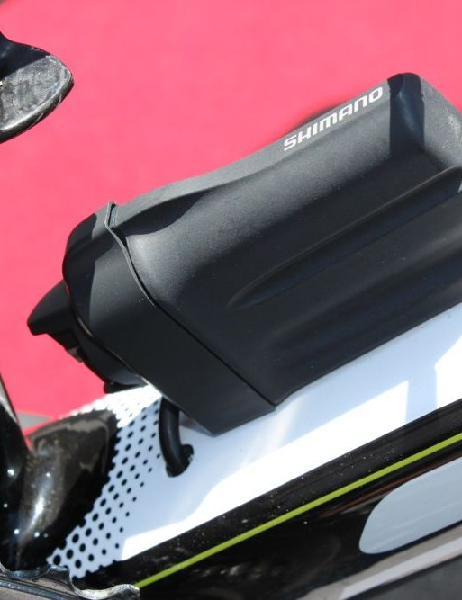 Scott's Foil has a tidy solution for Di2 battery placement and wire routing