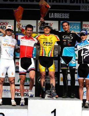 Elite men's La Bresse eliminator podium: Miha Halzer, Stefan Peter, Patrick Lüthi, Brian Lopes, Alexis Vuillermoz