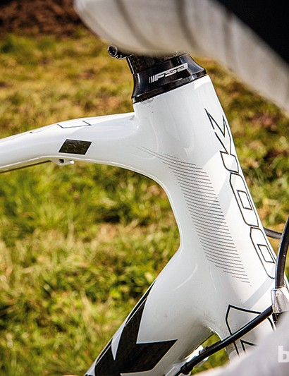 The 566 has Look's typical kinked and flattened top tube