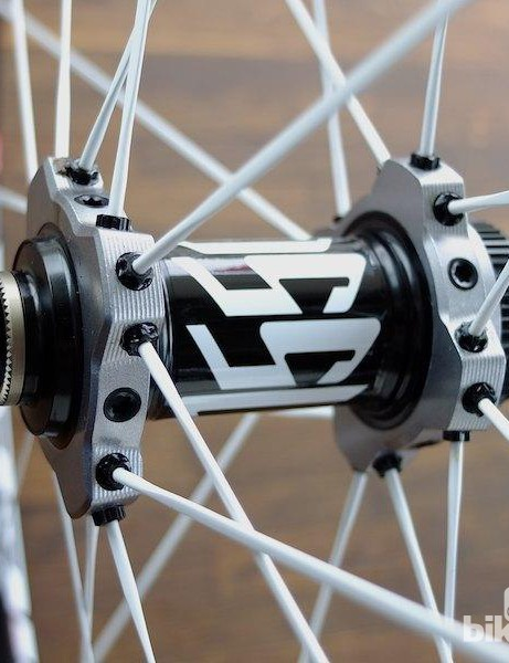Close up view of the cobbles Front hub of the XM1550 Tricon wheel