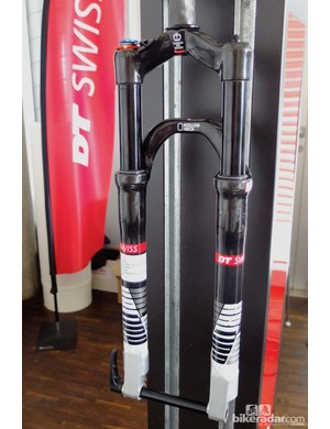 XRC Cross Race carbon fork with Hollow Arch carbon lower legs. Shown here is the 650B prototype