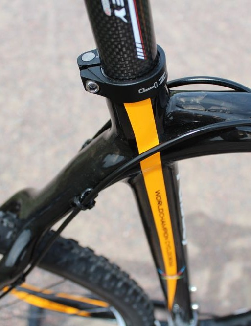 The rear shifter and brake housing pieces exit at the rear of the top tube, and drop down their respective seatstays