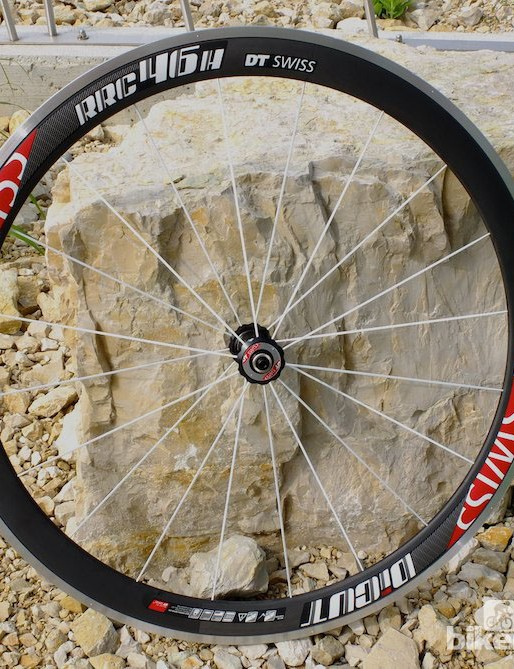 A structural carbon rim with bonded aluminium rim bed and braking track on the RRC46 H Dicut wheel allows the best of both worlds without much extra weight
