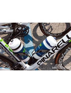 Many riders choose to run one bottle with water and another with energy drink, as seen on the Pinarello Dogma 2 of Marzio Bruseghin (Movistar)