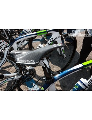 Marzio Bruseghin (Movistar) keeps things light and firm with this carbon shelled Selle Italia SLR Carbonio saddle