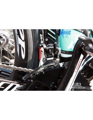 Francesco Chicchi (Omega Pharma-QuickStep) is among several riders still using the previous generation SRAM Red front derailleur (with a team-issue steel cage)
