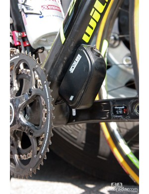Wilier Triestina mounts the Campagnolo Record EPS battery under the down tube on Michele Scarponi's ultralight Zero.7 frame