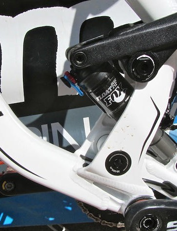 The four-bar suspension setup offers a good balance of weight, stiffness and durability