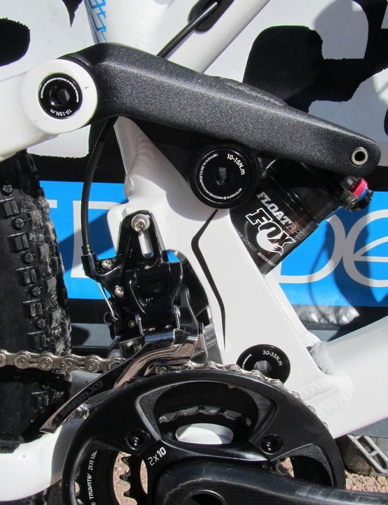 A high, direct-mount front derailleur is used – the shock position wouldn't allow for a regular clamp