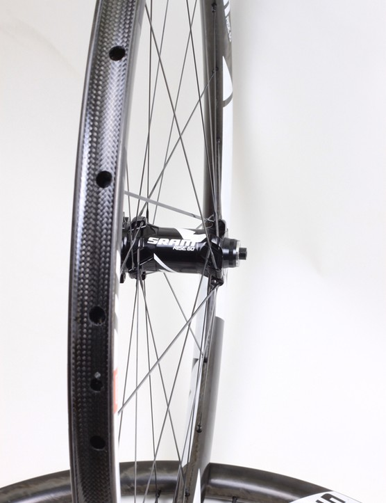 The wheelset is light at 1,400g. However, considerable weight is added making it tubeless