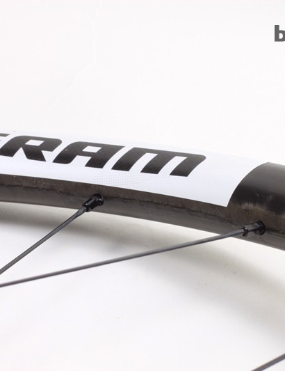 The spoke bed features a 2.5mm offset to increase spoke-bracing angle