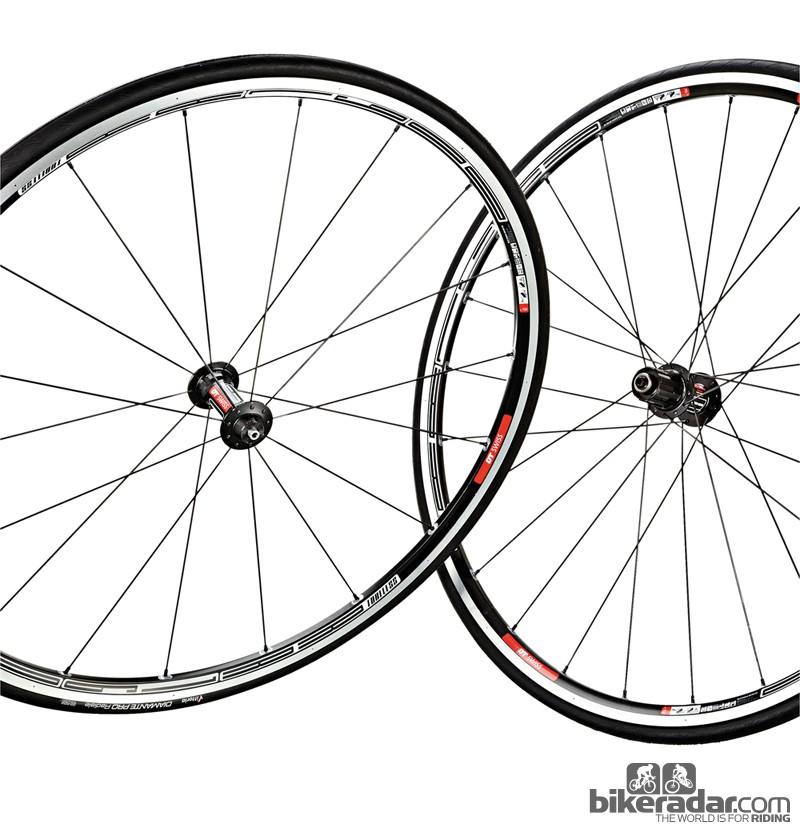 DT Swiss RR1600 tubeless wheelset