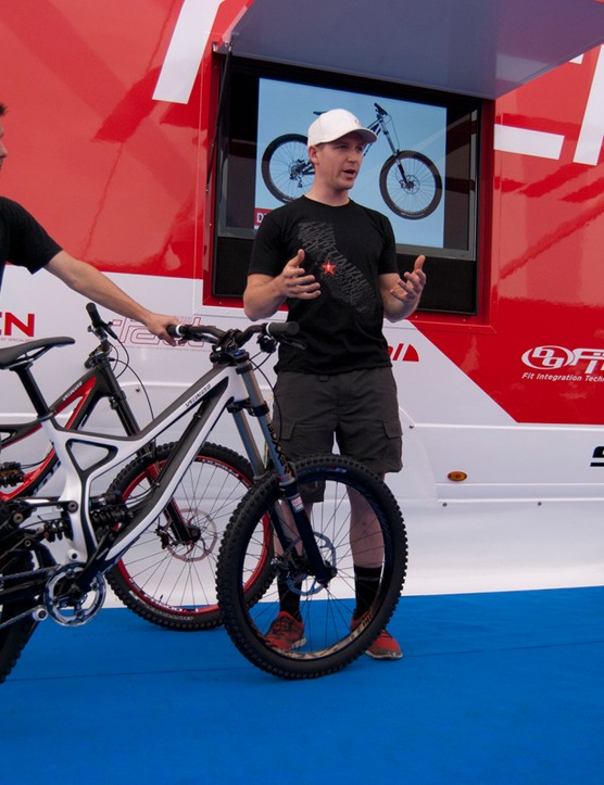 Specialized's Brandon Sloan (left) and Sam Benedict explain the merits of the new Carbon Demo 8
