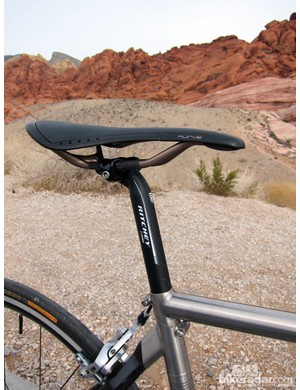 We topped our test bike with a Fizik Kurve saddle. The plastic edges are highly resistant to wear