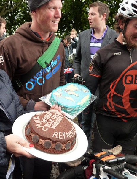 A birthday cake for the record breaker
