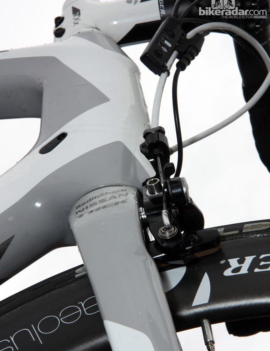 We expect the Shimano Dura-Ace direct-mount brake on the new Trek Madone to provide a more positive feel at lever given the very short arms and minimally exposed post mounts on the fork crown