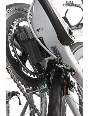 Trek provide a tidy battery mount positioned below the bottom bracket shell on the new Madone. Unlike the current Madone whose battery is roughly centered on the frame, this one is now offset to help clear the rear brake housing