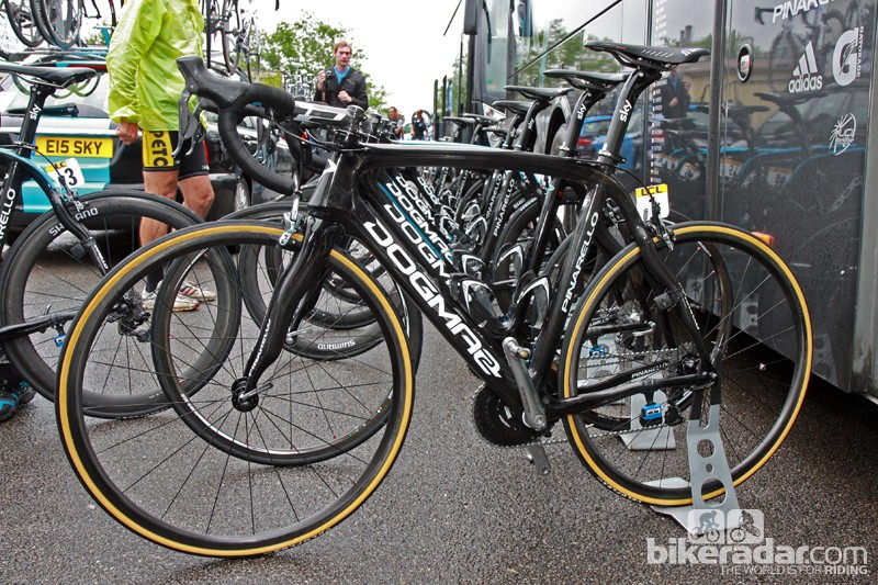 Bradley Wiggins' (Team Sky) primary Pinarello Dogma 2 was dressed in the same stealthy black livery as the rest of his teammates at the start of Stage 5