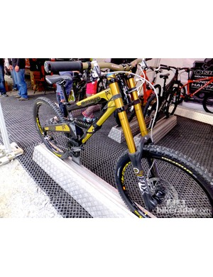 Next to Steve Peat's old bike was the latest Orange 322 DH bike, which was drawing a lot of attention. Orange have still got it going on