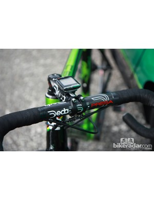 Carbon bars mated to a forged aluminum stem - both from Deda - on Thomas Voeckler's (Europcar) Colnago C59 Italia