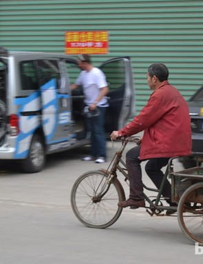 The two extremes of cycling in China