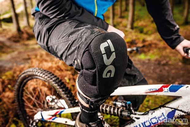 TSG Task knee pads