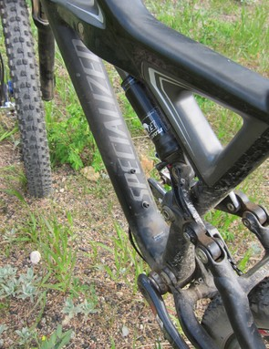 We love the discreet branding on the Enduro Expert Carbon frame