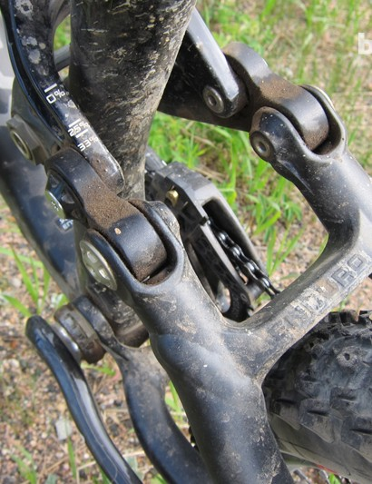 Sag gradients on the shock linkage, and a slick Enduro stamp on the seatstay yoke