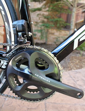 The crank obscures the Di2 battery from the drivetrain view