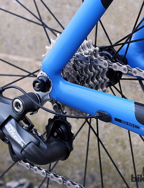 The Storck Scentron is equipped with a full Shimano Ultegra Di2 groupset, along with an 11-25T cassette