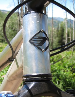 The 44mm can-style head tube is shared with many of Turner's bikes; it accepts both straight and tapered steerers depending on the headset type used