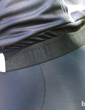 A thick elastic band at the rear keeps the jersey flush with the bibs